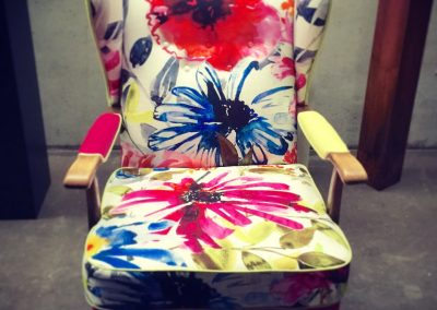 ohrenfauteuil-bezugstoff-flowers-of-paradise