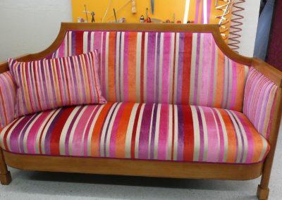 streifen-sofa-pink1